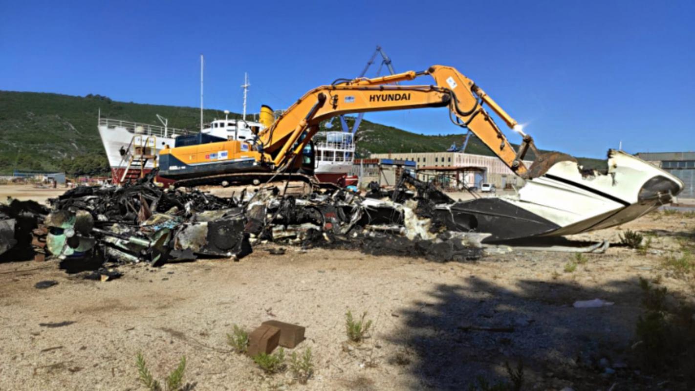Schadstoffsanierung, Entwässerung, Transport, Inspektion und Zerstörung des Wracks in 5 Tagen
